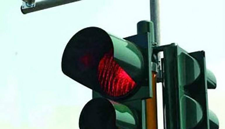 passaggio con il semaforo rosso