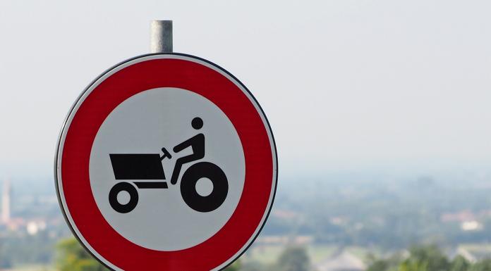 divieto di transito macchine agricole