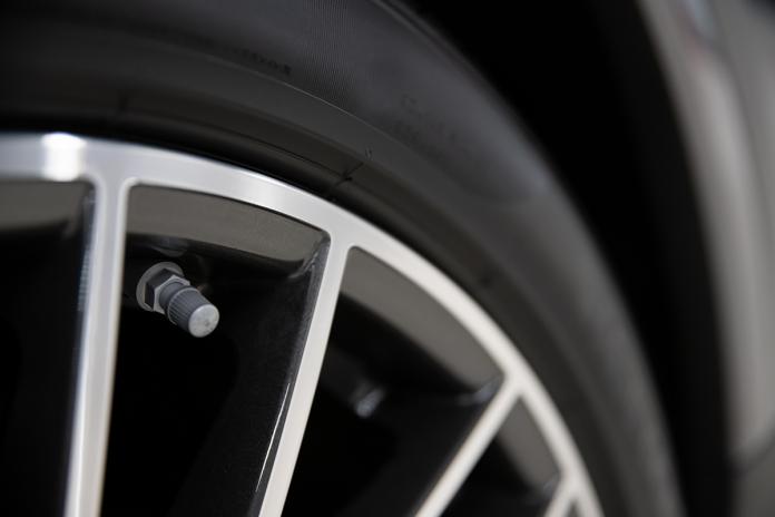Cambiare le valvole degli pneumatici