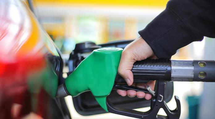 cambiare la benzina nel serbatoio