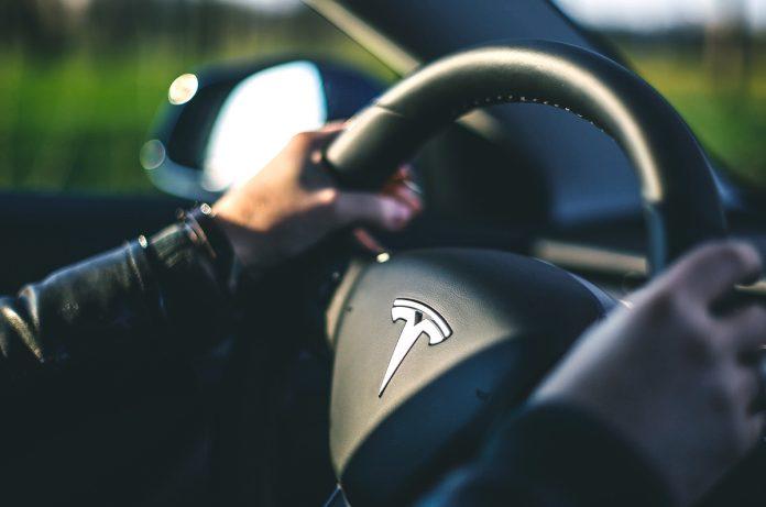 autopilota Tesla